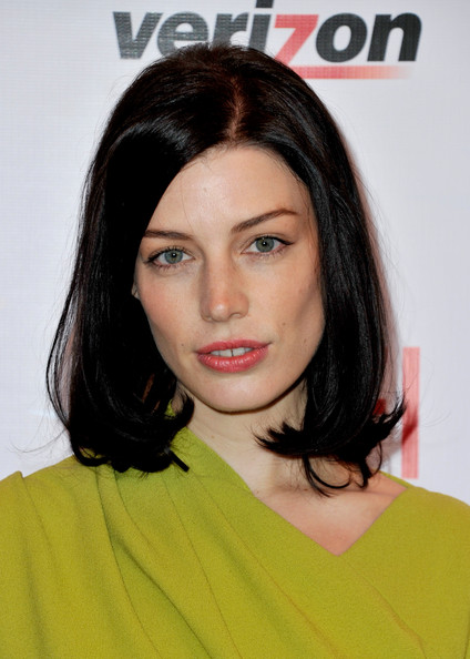 More Pics of Jessica Pare Medium Straight Cut (4 of 4) - Jessica Pare Lookbook - StyleBistro