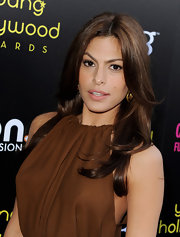 Eva Mendes always looks amazing on the red carpet. She turned up for the Young Hollywood Awards as the host for the evening sporting center part brunette locks.