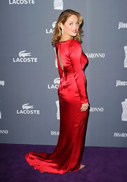 Erika Christensen wore this red silk gown with a train to the Costume Designers Guild Awards.