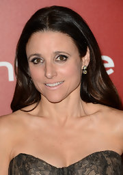 Julia Louis-Dreyfus went pale at the Golden Globes with her nude lipstick.