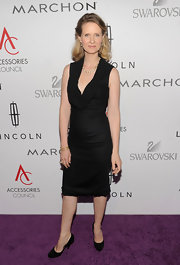 Cynthia Nixon was chic in black at the ACE awards. She paired her look with black pumps.