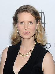 Cynthia Nixon attended the 15th Annual ACE Awards wearing an 18-carat flower cluster necklace with royal blue moonstone and diamonds along with 18-carat classic pear drop earrings with blue moonstone and diamond granulation.
