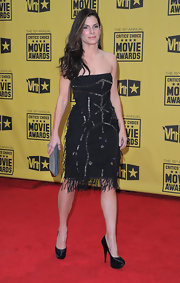 Sandra Bullock teamed her flirty fringed cocktail dress with a pewter rectangular clutch.