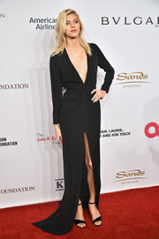 Devon Windsor matched her gown with a pair of black patent sandals.