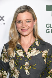 Amy Smart opted for a casual side-parted style when she attended the Global Green pre-Oscars party.