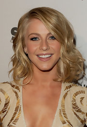 Julianne Hough wore a lovely creamy pink-beige lipstick at the 15th Annual Hollywood Film Awards gala.