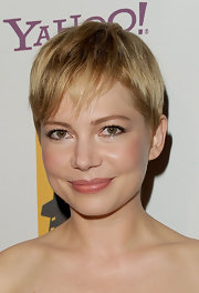Michelle Williams looked fantastic at the 15th Annual Hollywood Film Awards gala with her adorable pixie cut, subtle makeup and rosy cheeks.