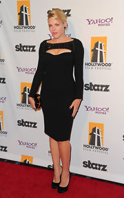 Busy Phillips paired her fitted black cocktail dress with simple black pumps.