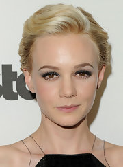 Carey Mulligan wore  eye-enhancing sparkly sapphire liner at the 15th Annual Hollywood Film Awards gala.