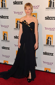 Michelle Williams topped off dramatic midnight blue chiffon gown with satin bow-adorned platform sandals.