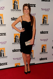 Shailene Woodley accented her black corset dress with a canvas clutch.
