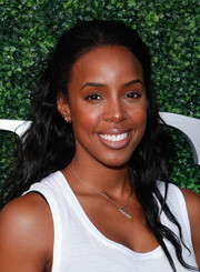 Kelly Rowland pulled her back in a simple half-up style for the USTA opening night gala.