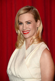 January Jones looked glamorous with a side-swept wavy hairstyle.