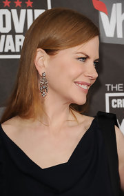 At the Critics Choice Awards, Nicole was ever the classic beauty in 19th Century diamond chandelier earrings.