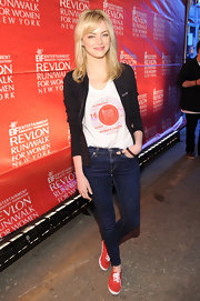 Emma kept it casual and cool at the EIF Revlon Run Walk for Women when she paired a black zip-up over her tee and jeans.