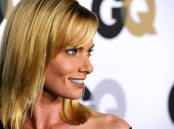 More Pics of Jaime Pressly Gold Dangle Earrings (1 of 3) - Jaime Pressly Lookbook - StyleBistro