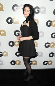 Sarah Silverman topped off her LBD at the GQ Men of the Year soiree with black tights and black satin peep-toe pumps.
