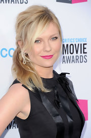 Kirsten Dunst wore her hair in a casually tousled side ponytail at the 17th Annual Critics' Choice Movie Awards,