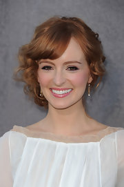 Ahna O'Reilly wore her curly hair in a cute bobby pinned updo with side-swept bangs at the 17th Annual Critics' Choice Movie Awards.