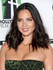 Olivia Munn topped off her look with an edgy center-parted wavy 'do when she attended the Hollywood Film Awards.
