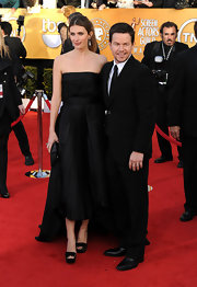 Rhea Durham looked glamorous wearing a strapless high-low hem gown at the Screen Actors Guild Awards.