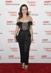 Linda Cardellini accessorized with a simple black satin clutch.
