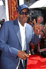 Arsenio Hall showed off his navy blue baseball cap while hitting the ESPY Awards.