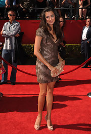 Noureen DeWulf hit the ESPY Awards red carpet wearing a sexy short dress with intricate beadwork.