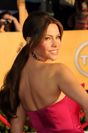 Sofia Vergara attended the 18th Annual SAG Awards wearing her hair in a sleek ponytail with long face-framing strands.