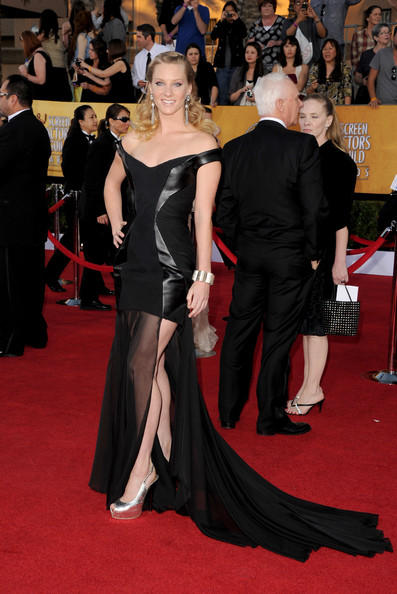 http://www2.pictures.stylebistro.com/gi/18th+Annual+Screen+Actors+Guild+Awards+Arrivals+vWw0QKy9i2ol.jpg