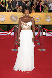 It's official: Marchesa ruled the red carpet at the SAG Awards! Viola Davis looked like a Grecian goddess in this white chiffon gown. We've seen a lot of fab looks from the actress of late but we've never seen her looking so positively radiant.