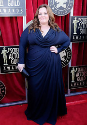 Melissa McCarthy looked elegant in this midnight blue gown at the SAG Awards.