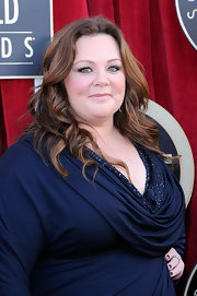 Melissa McCarthy wore her long hair in loose spiral curls at the 18th Annual SAG Awards.