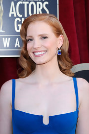Jessica Chastain matched her gown with a gorgeous pair of Harry Winston dangling earrings.