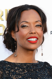 Aisha Tyler was all about romance and glamour with her pinned-up curls at the Critics' Choice Awards.