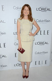 How cute was Ellie in this cream peplum dress and maroon accessories?