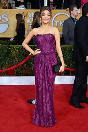 Sarah Hyland looked spectacular on the red carpet in this purple structured dress.