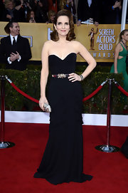Tina Fey knew she was rocking this strapless black gown on the SAG red carpet!