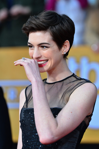More Pics of Anne Hathaway Pixie (7 of 39) - Short Hairstyles Lookbook - StyleBistro