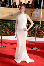 Jayma Mays looked lovely in this white beaded gown with an appliqued hem at the SAG Awards.
