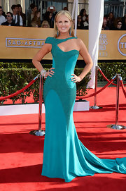 Nancy O'Dell was a standout in this futuristic turquoise gown at the SAG Awards.