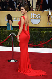 Maria Menounos showed off her back at the SAG Awards in this slinky red gown with a long train.