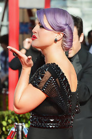 Kelly Obsourne swept her lilac tresses up into a Victory roll for the 2013 SAG Awards.
