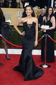 Naya Rivera showed some cleavage in the classiest way possible at the SAG Awards. Her mermaid gown was to die for!
