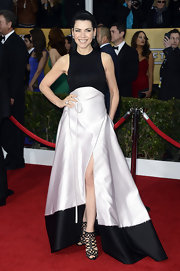 Julianna Margulies looked dynamite in this black-and-white look with a sneaky slit.