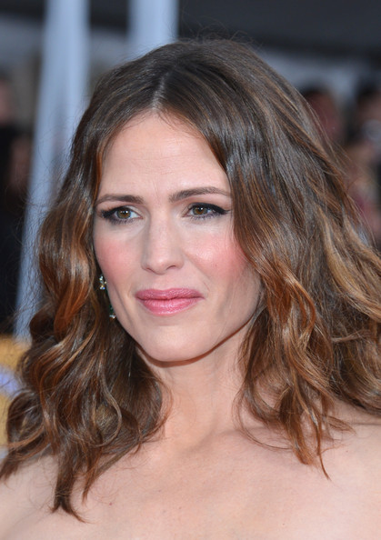 More Pics of Jennifer Garner Neutral Nail Polish (1 of 12) - Jennifer Garner Lookbook - StyleBistro