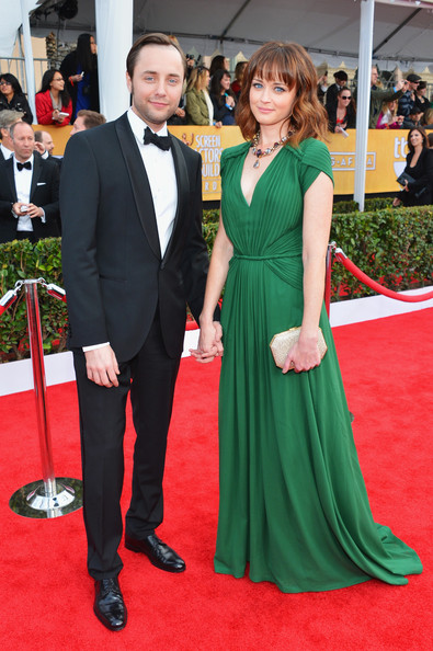 Alexis Bledel Wore Kelly Green at the 2013 SAG Awards