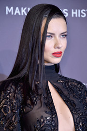 Adriana Lima showed off a super sleek hairstyle at the amfAR New York Gala.