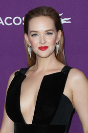 Jess Weixler looked simply elegant with her straight, brushed-back hairstyle at the Costume Designers Guild Awards.