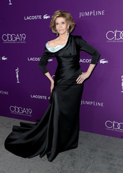 Jane Fonda stole the show in a flowing black off-one-shoulder gown by Atelier Versace during the Costume Designers Guild Awards.